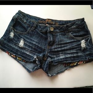 ALMOST FAMOUS distressed ripped jean shorts size 5